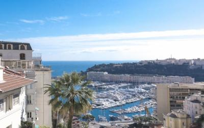4 bedroom apartment- Renovated - Sea view