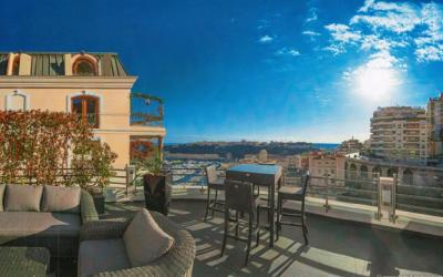 Charming penthouse near Carré d'Or