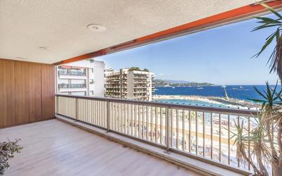 Spacious 2 roomed apartment sea view