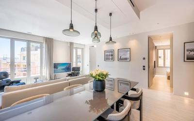 Renovated 3 bedroom apartment in the center