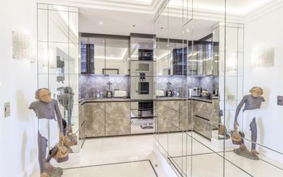 Elegant renovated 2 bedroom apartment