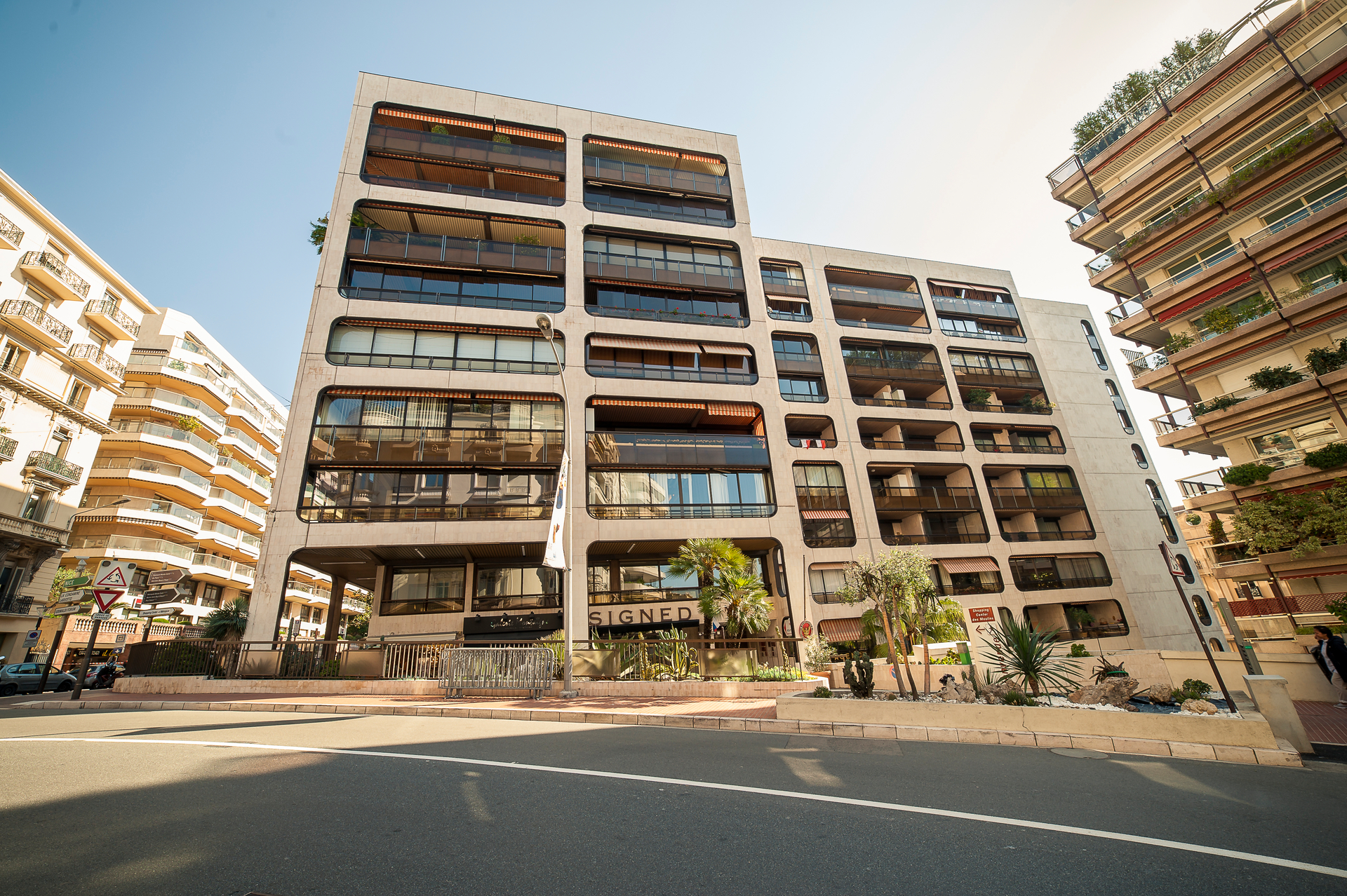 MONTAIGNE - USAGE MIXTE APPARTEMENT 3P - GRAND PARKING - Offices for sale in Monaco