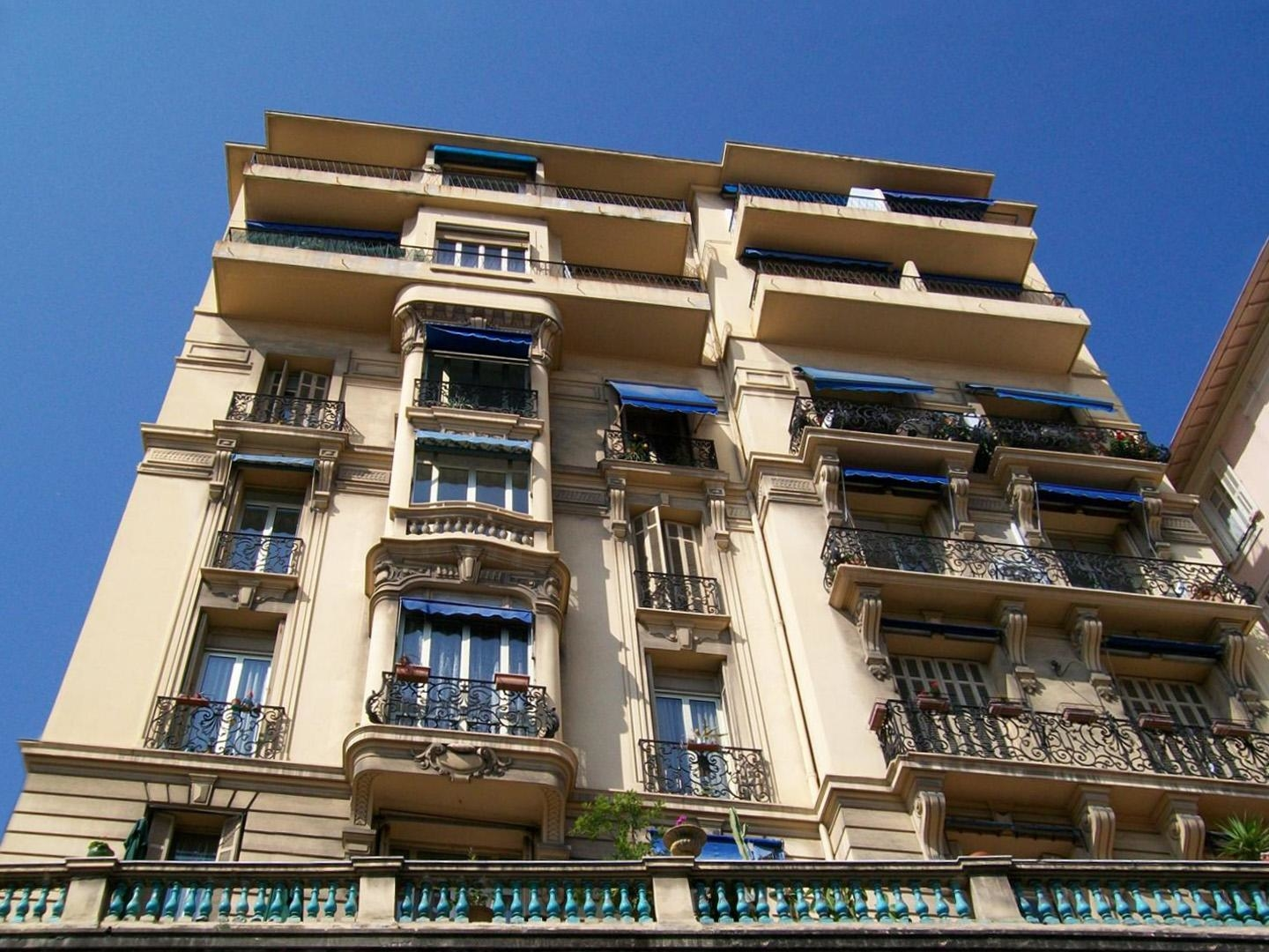 Monaco: Cave transformed into an office, 1st floor with elevator - Offices for sale in Monaco
