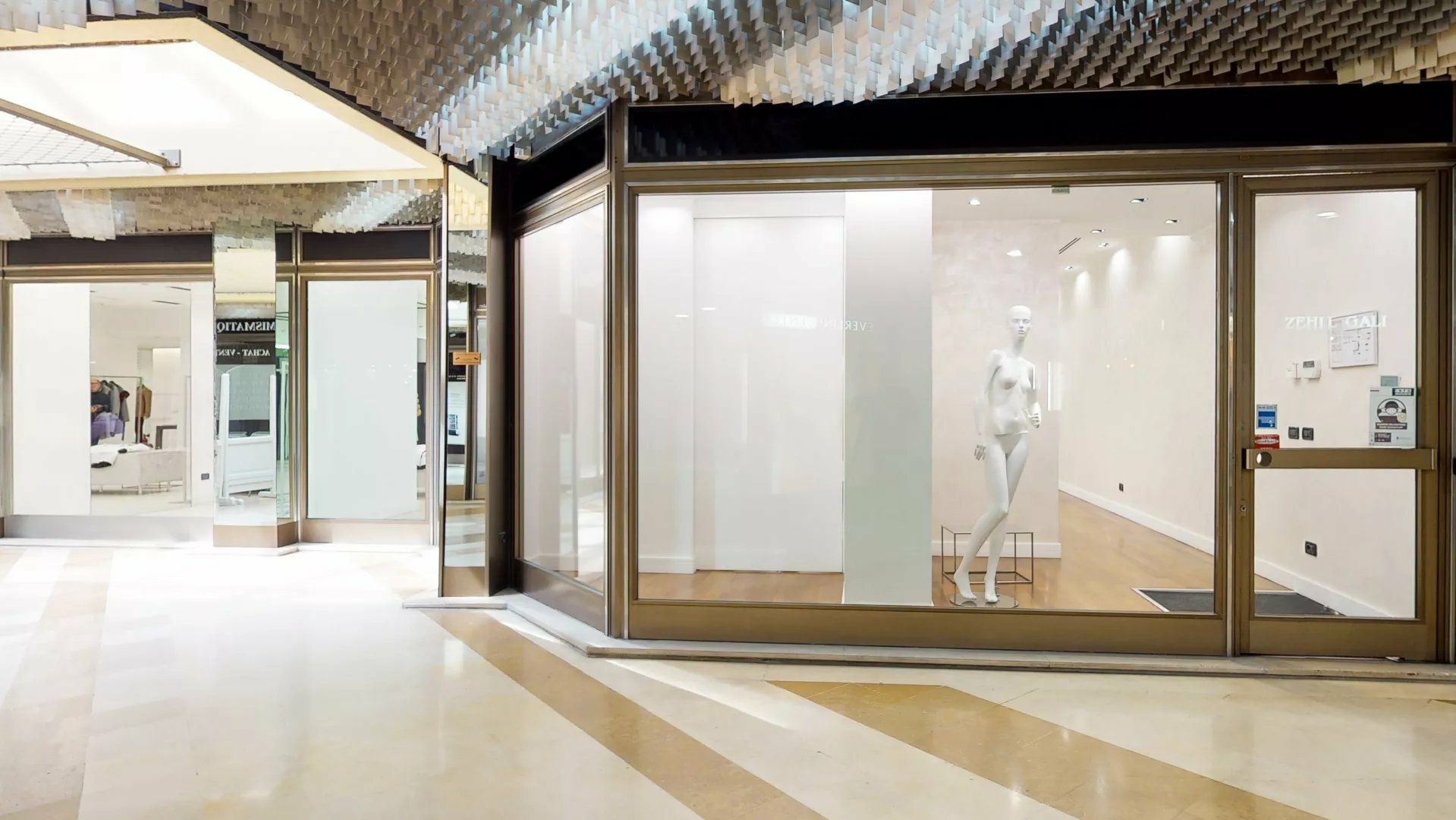Exclusivité Carré D'Or - Boutique dans la galerie « Les Allées L - Ventes de locaux