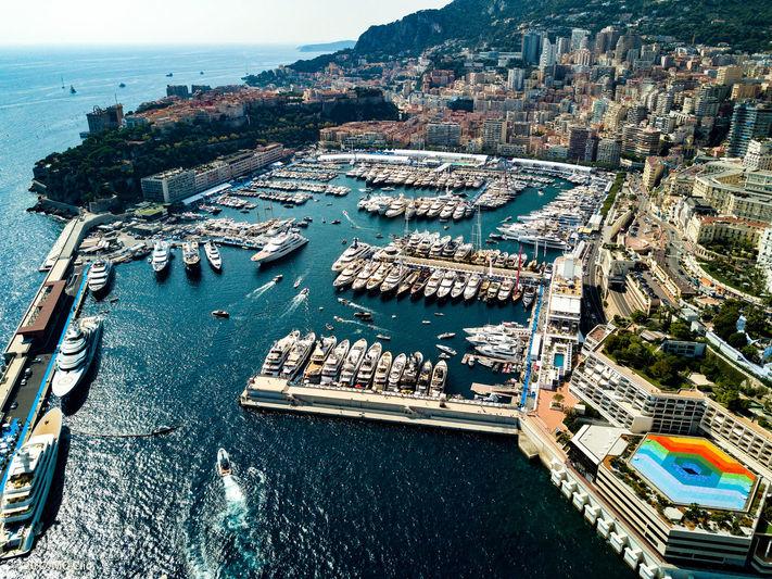 Ristorante sul porto di Monaco - Negozi