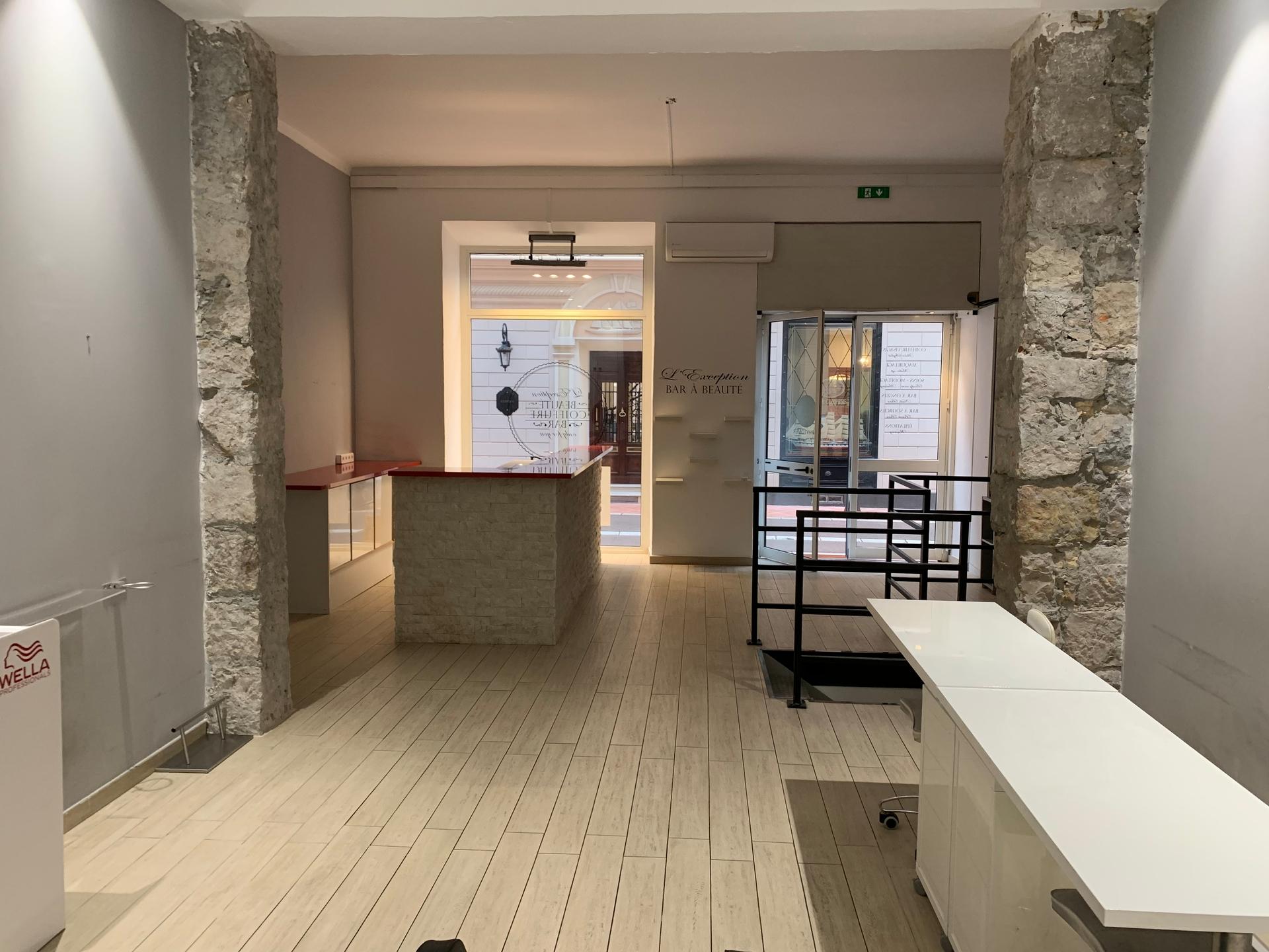 xX Local idéalement situé Xx - Bureaux à vendre à Monaco