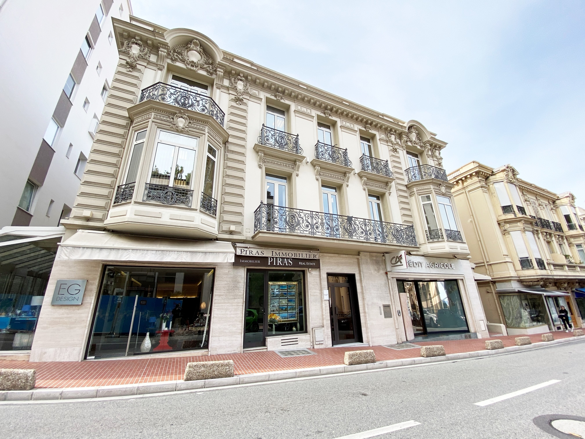 Boutique For sale - Near Casino - Commercial leasehold