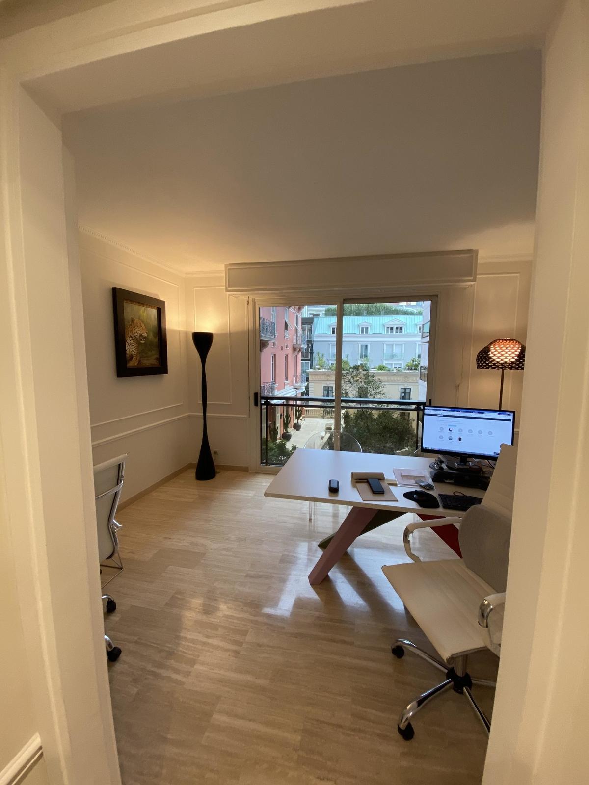 Studio rénové à usage mixte dans le Carré d'Or - Bureaux à vendre à Monaco